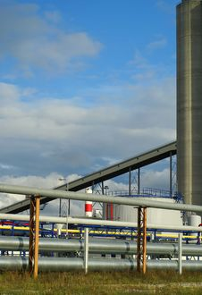 Free Pipe-bridges And Silos Stock Photos - 3326633