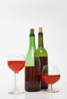 Free Wine Bottles And Glasses Royalty Free Stock Photography - 3328647