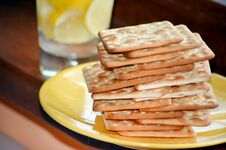 Free Diet Biscuits For Breakfast Stock Images - 33207024