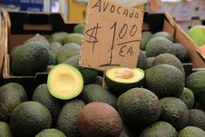 Free Fresh Avocados Piled High At Farmers Market Royalty Free Stock Photos - 33233878