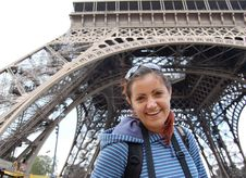Free Happy Smiling Tourist Under Eiffel Tower Royalty Free Stock Photos - 33238388