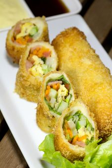Free Deep Fried Roll Salad Mix Meal Stock Image - 33238601