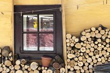 Free Cottage Window Royalty Free Stock Images - 33246879