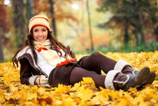 Free Girl Lying  Autumn Park Royalty Free Stock Photography - 33256837