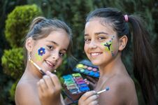 Free Playful Children Painted Face Royalty Free Stock Images - 33256949