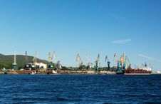 Free Port With Cranes And Ships Royalty Free Stock Photos - 33258188