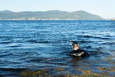 Free Underwater Hunter In A Wetsuit In Water Stock Photo - 33258210