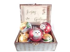 Free Vintage Box With Christmas Decorations Stock Images - 33262354