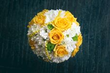 Free Wedding Bouquet With White And Yellow Flowers Stock Photos - 33264193