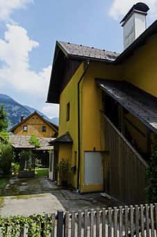 Free Traditional Wooden Houses In Hallstatt Royalty Free Stock Photo - 33276995
