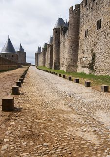 Free Old Walls Fortified Of Carcasson Castle, France Royalty Free Stock Images - 33295629
