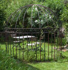 Free Romantic Garden Royalty Free Stock Photo - 33295785