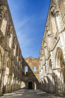 Free Roofless Old Cathedral Stock Photography - 33296572