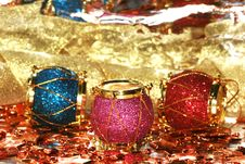 Free Christmas Decoration Drums Royalty Free Stock Images - 3330429