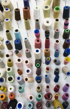 Free Vertical Thread Spools Stock Photos - 3332083