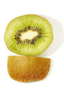 Free Kiwi Slice And Its Skin Stock Photos - 3336423