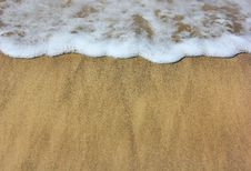Free Sea ​​waves And Wet Sand Stock Images - 33304524