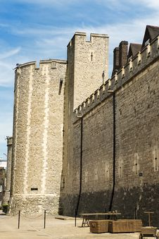 Free Tower Of London Royalty Free Stock Photo - 33304615