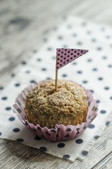 Free Pumpkin Cupcake On Old Table Stock Photo - 33311100