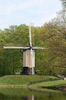 Free Windmill In The Netherlands Stock Photography - 33311722