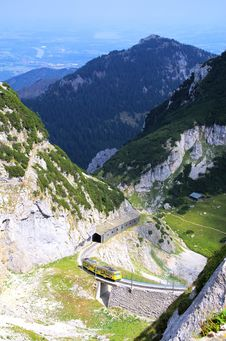Free Alpine Train Royalty Free Stock Photography - 33318477
