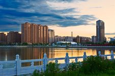 Free The Residential Buildings Lakeside Stock Photo - 33318550