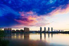 Free The City Sunset Glow Royalty Free Stock Photo - 33318665