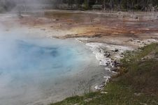 Free Hydrothermal Pool Royalty Free Stock Photo - 33322425