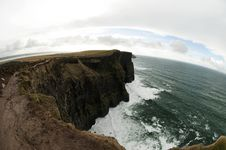 Free Cliffs Of Moher, Ireland Royalty Free Stock Image - 33327406