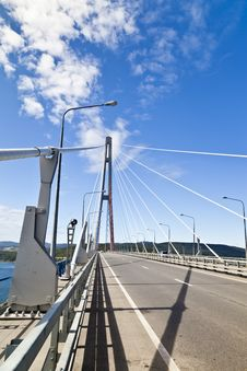 Free Big Suspension Bridge Royalty Free Stock Images - 33330339