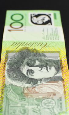 Free Australian Hundred Dollar Note - Vertical. Stock Photo - 33332170