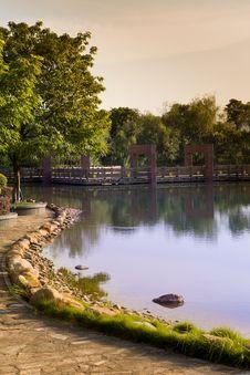 Free Early Autumn Lake Stock Photos - 33333873