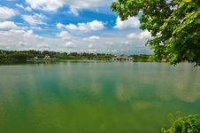 Free The Beautiful Green Lake Stock Photo - 33340430