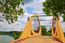 Free The Beautiful Harp Bridge Royalty Free Stock Photos - 33340458