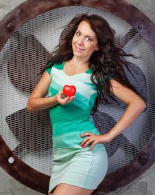 Free Girl Holding A Heart Stock Photos - 33343353