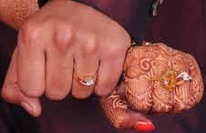 Free Wedding Hands Stock Photo - 33359910