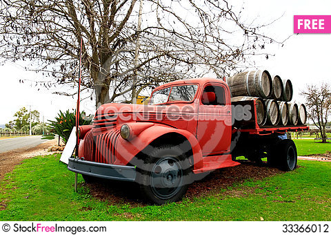 Free Old Farm Truck Stock Photography - 33366012