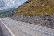 Free Mountain Road On The Transfagarasan Royalty Free Stock Photography - 33361677