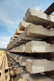 Free Concrete Sleepers Royalty Free Stock Photos - 33365088