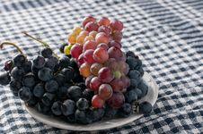 Free Cabernet Grape Royalty Free Stock Photo - 33365205