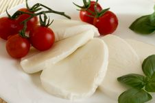 Free Mozzarella Tomato Basil Royalty Free Stock Photography - 33366387
