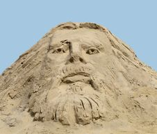 Free Face Carved In A Sand Pile. Stock Images - 33374864