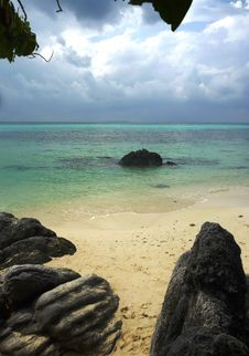 Free Tanjung Gelam Beach Royalty Free Stock Images - 33376899