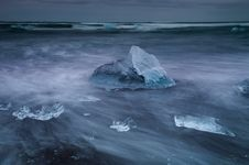 Free Seashore Near Jokulsarlon Royalty Free Stock Images - 33397229