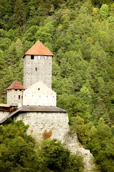 Free Tirolo Castle Main Tower Royalty Free Stock Photo - 3341165