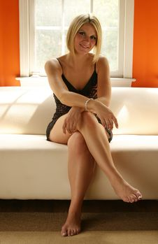 Free Blond Woman On Couch Royalty Free Stock Photos - 3349498