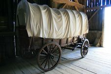 Free Vintage Covered Wagon Royalty Free Stock Photo - 3349515