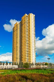 Free The Tall Residential Building Scenery Royalty Free Stock Image - 33411066