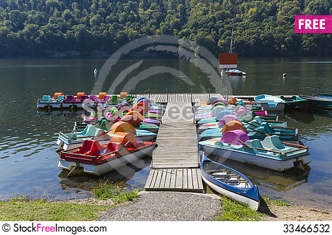 Free Jetty And Pedal Boats Stock Photography - 33466532