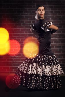 Free Flamenco Dancer In Dress With Polka Dots Stock Photo - 33461320